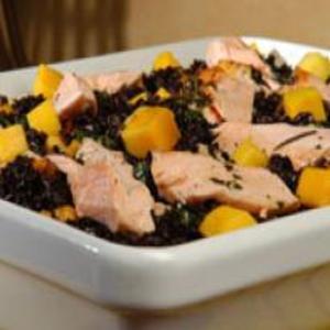 Receita de Arroz negro com salmão e manga