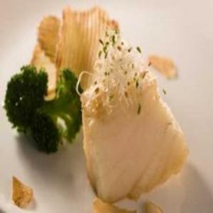 Receita de Bacalhau com brócolis, alho e batata frita