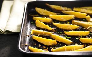 Receita de Batata-doce assada com queijo ralado e cebolinha