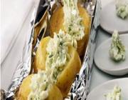 Batatas no Forno com Molho de Salsa e Alho