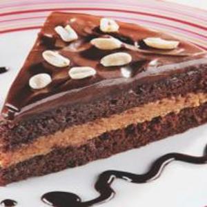 Receita de Bolo de amendoim com paçoca e chocolate