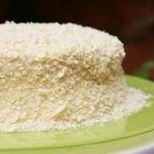 Receita de Bolo de gelatina coberto com chocolate branco