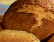 Broinha de fubá com queijo canastra
