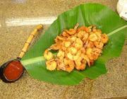 Camarões à milanesa com coco e molho agridoce