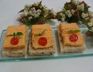 Receita de Canapés com mousse de salmão com pimentão