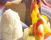 Casquinha de Sorvete com Salada de Frutas