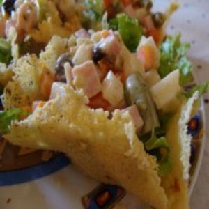 Receita de Cestinhas de Parmesão com Salada Agridoce