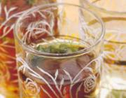 Chá de hortelã com pinolis