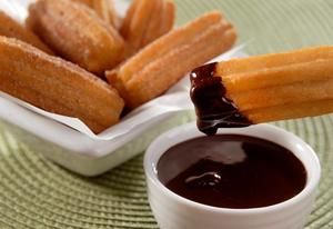 Receita de Churros com Molho de Chocolate Quente