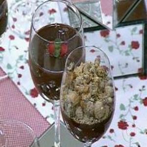 Receita de Creme de Chocolate Com Farofa de Farinha Láctea do Mais Você