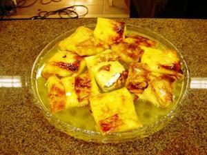 Receita de Crepes de ricota caramelados com molho de laranja