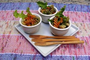 Receita de Cumbuquinhas de Salada de Macarrão