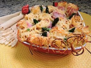 Receita de Enroladinho de Espaguetinho ao Creme de Cebola e Aspargos