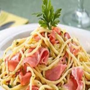 Receita de Espaguete à Carbonara e Mortadela Defumada