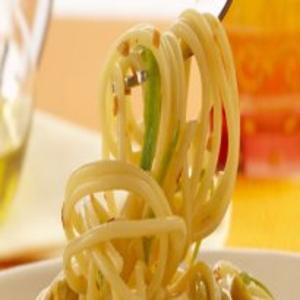 Receita de Espaguete Alho e Óleo com Abobrinha