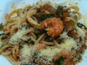 Receita de Espaguete com camarões e lulas
