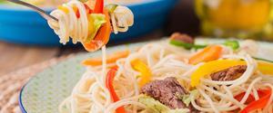 Receita de Espaguete com Carne e Legumes