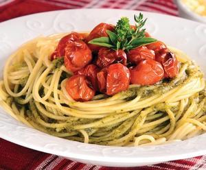 Receita de Espaguete com pesto de ervas e castanha