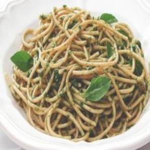 Receita de Espaguete integral com pesto de rúcula
