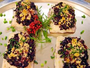 Receita de Filés de peixe com crosta de azeitonas, azeite e ervas