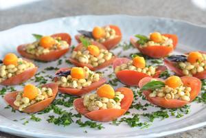 Receita de Flor de Tomate com Salada de Soja