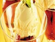 Maçã assada com sorvete