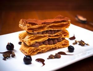 Receita de Mil-Folhas de Brigadeiro com Crocante de Chocolate Belga