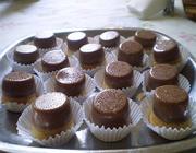 Minibolo-pudim de laranja com chocolate