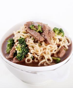 Receita de Miojo Thai com Filé e Brócolis