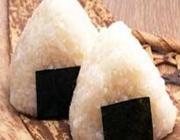 Onigiri com furikake