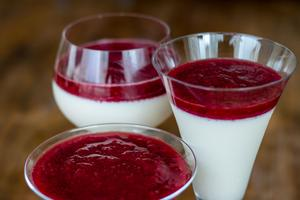 Receita de Panna Cotta de Cottage e Frutas Vermelhas