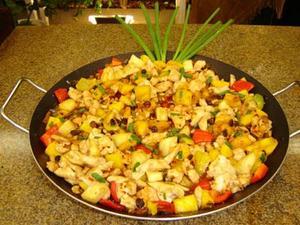 Receita de Peitos de frango agridoce com frutas secas e frescas
