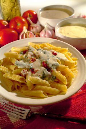 Receita de Penne ao Molho de Espinafre com Tomate Seco