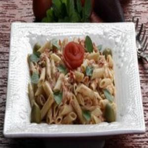 Receita de Penne com salmão, manjericão e tomate