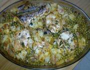 Pescada no forno com ervilhas e batatinha