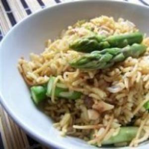 Receita de Pilaf de arroz com castanha de caju e aspargos