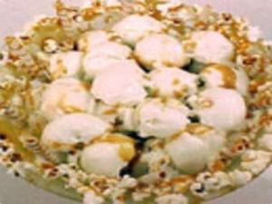 Receita de Pipoca com sorvete e calda de caramelo