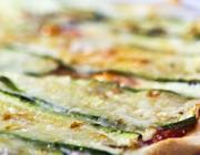 Pizza de Abobrinha com Queijo Brie