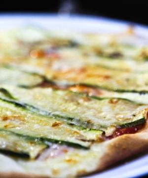 Receita de Pizza de Abobrinha com Queijo Brie