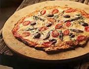 Pizza de aliche, mussarela de búfala e azeitonas pretas