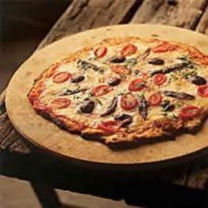 Receita de Pizza de aliche, mussarela de búfala e azeitonas pretas