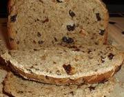 Pão de uva-passa na máquina de pão