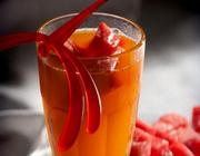 Refresco de tangerina com gelinhos de melancia