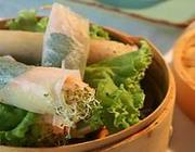 Rolinho vietnamita de camarão e legumes
