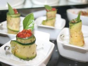 Receita de Roll de Abobrinha com Tomate Seco e Rúcula