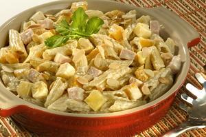Receita de Salada ao Molho de Mostarda com Peito de Peru e Pêssego