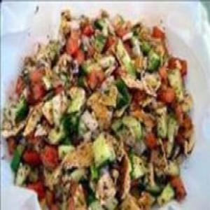 Receita de Salada árabe com pão Sírio (Fatuch)