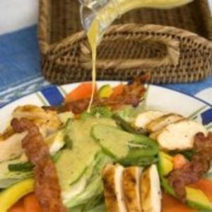 Receita de Salada com molho de mel e kiwi