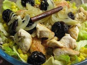 Receita de Salada de Frango com Ameixa e Canela