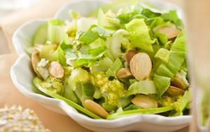 Receita de Salada de maçã verde com escarola e amêndoas